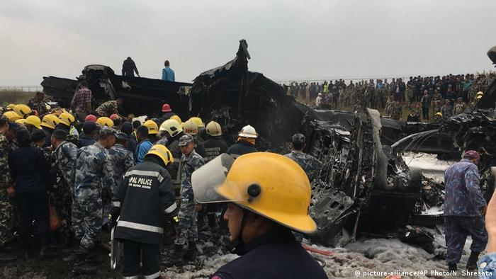 Plane crash in Kathmandu (picture-alliance/AP Photo/N. Shreshta)