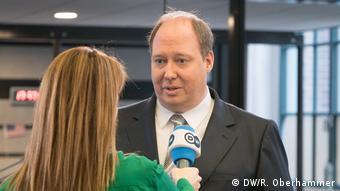 Хельге Браун дает интервью DW
