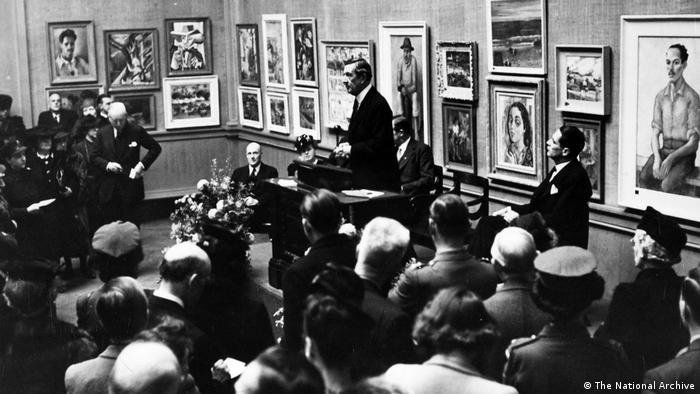 Noite de abertura de exposição de artistas brasileiros na Royal Academy of Arts de Londres, em 1944