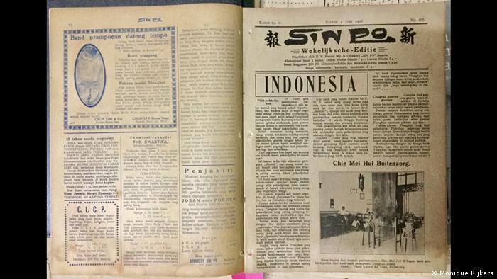 Indonesien Jakarta chinesisches Museum (Monique Rijkers). Seorang beragama membaca sebuah buku ...