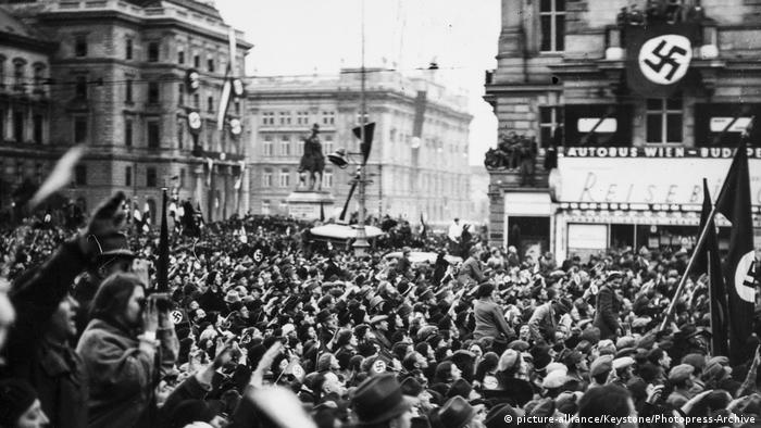 Austrians rally during Anschluss