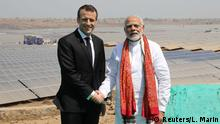 12.03.2018 +++ Indian Prime Minister Narendra Modi and French President Emmanuel Macron pose during the inauguration of a solar power plant in Mirzapur, in the northern state of Uttar Pradesh, India, March 12, 2018. REUTERS/Ludovic Marin/Pool