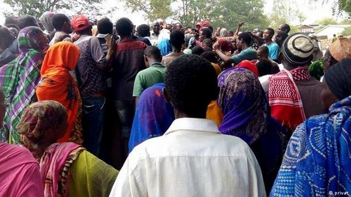 Ethiopian residents of Moyale, a town on the country's border with Kenya, gathering on the Kenyan side after deadly attacks (privat)