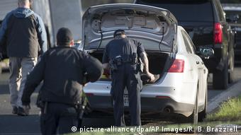 Authorities at the scene of the second Austin bombing (picture-alliance/dpa/AP Images/R. B. Brazziell)