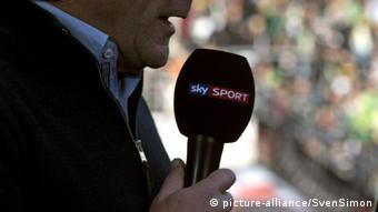 Sky Mikrofon Fussball 1. Bundesliga (picture-alliance/SvenSimon)