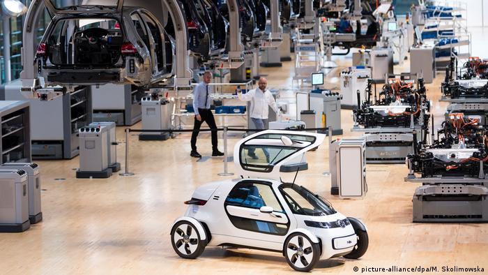 Produktion vom VW E-Golf in Dresden