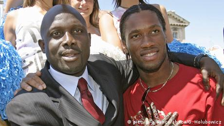 George Weah and Didier Drogba (picture-alliance/abaca/G. Holubowicz)