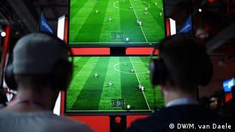 Deutschland eSports Turnier Virtuelle Bundesliga in Düsseldorf (DW/M. van Daele)