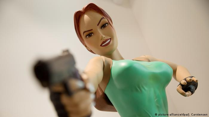 Lara Croft-Figur im Computerspielemuseum (picture-alliance/dpa/J. Carstensen)
