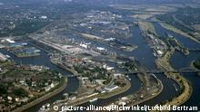 Hafen mit Oellager und Kohlelager