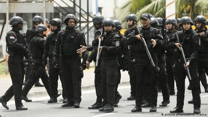 Foto simbólica de policías de Panamá