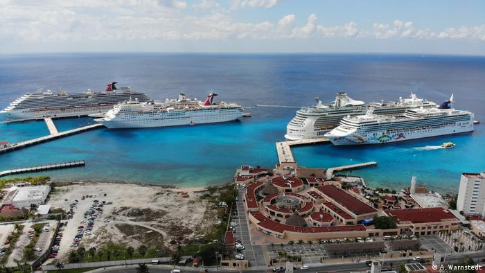 Four cruise ships in the harbor of Cozumel (A. Warnstedt)