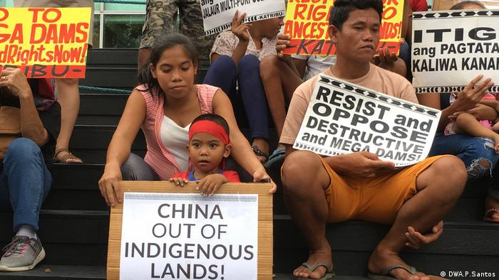 Protest in Manila against China-funded mega dams (DWA.P.Santos)