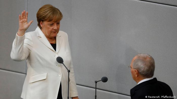 Deutschland Vereidigung der Bundeskanzlerin (Reuters/K. Pfaffenbach)