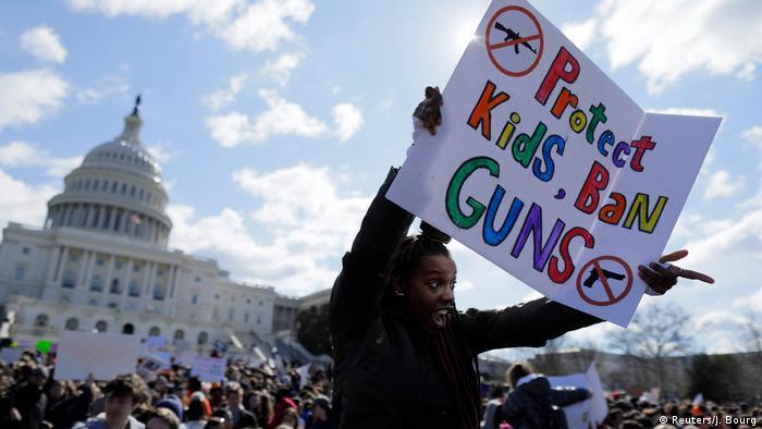 تظاهراتی در حمایت از منع مالکیت سلاح و جان کودکان در آمریکا