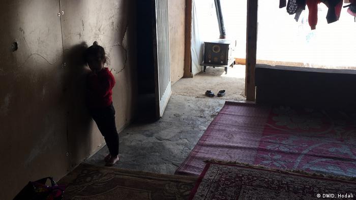 Tenda compartilhada por 11 membros da família Al-Ahmad. Khadije, irmã de Khaled, nasceu no Líbano