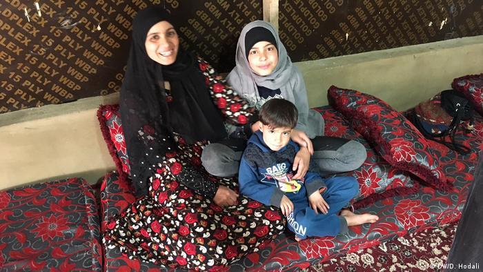 Amina Melhem e parte de sua família: eles vivem em Bar Elias, no Líbano, desde 2012, quando fugiram da Síria