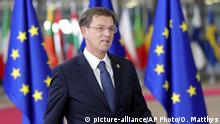 14.12.2017 Slovenian Prime Minister Miro Cerar arrives for an EU summit at the Europa building in Brussels on Thursday, Dec. 14, 2017. European Union leaders are gathering in Brussels and are set to move Brexit talks into a new phase as pressure mounts on Prime Minister Theresa May over her plans to take Britain out of the 28-nation bloc. (AP Photo/Olivier Matthys) |