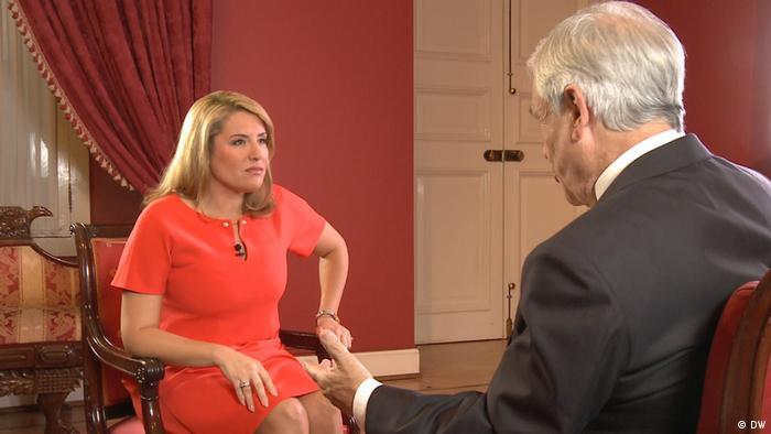 Jenny Pérez durante la entrevista con Sebastián Piñera.