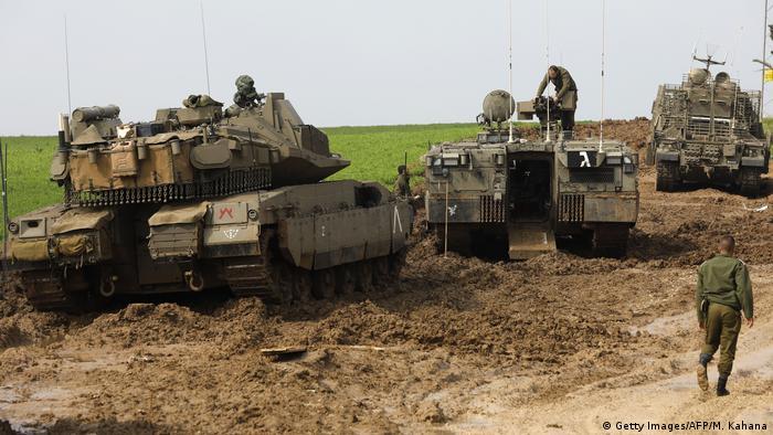 Israelische Panzer nahe der Grenze zu Gaza (Getty Images/AFP/M. Kahana)