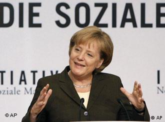 Меркель хочет создать общество с человеческим лицом