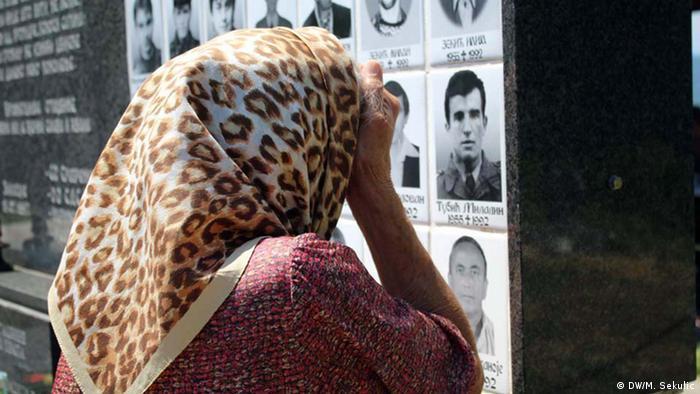 Slowaken lernen aus Balkankriegen | serbische Mutter beweint ihren Sohn
