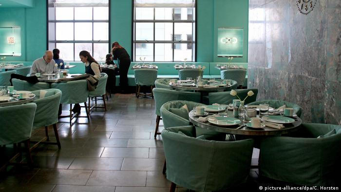 Blue Box Cafe bei Tiffany's (picture-alliance/dpa/C. Horsten)