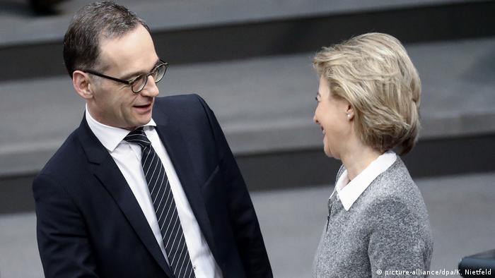 Deutschland Bundestag Beschlüsse Bundeswehreinsätze Maas und von der Leyen (picture-alliance/dpa/K. Nietfeld)