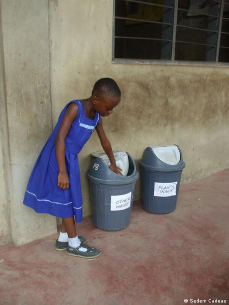 DW eco@africa - Learning about waste management in Ghana (Sedem Cadeau)