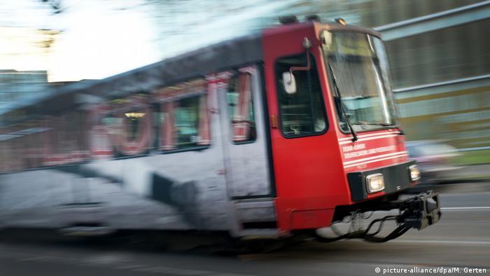 Deutschland Stadtbahn in Düsseldorf