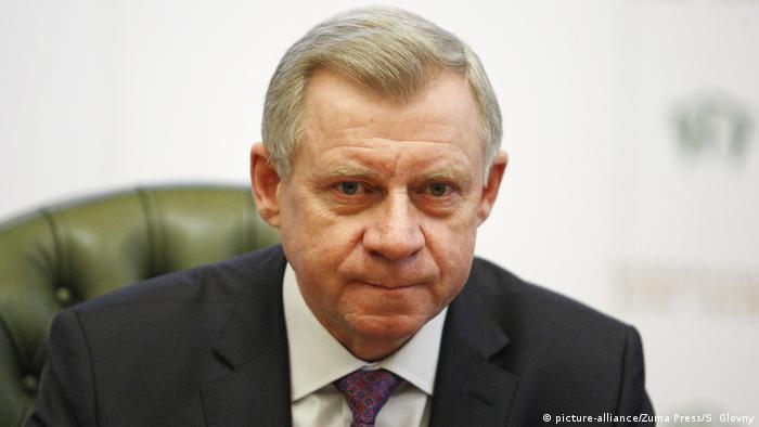 Звільнення голови НБУ Якова Смолія одразу після отримання позики МВФ підірве довіру західних інвесторів до української влади, переконані експерти