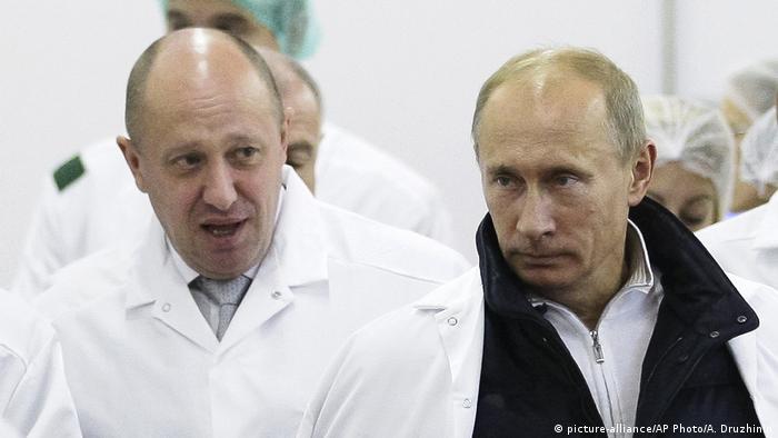 Yevgeniy Prigozhin (left) with Russian President Vladimir Putin