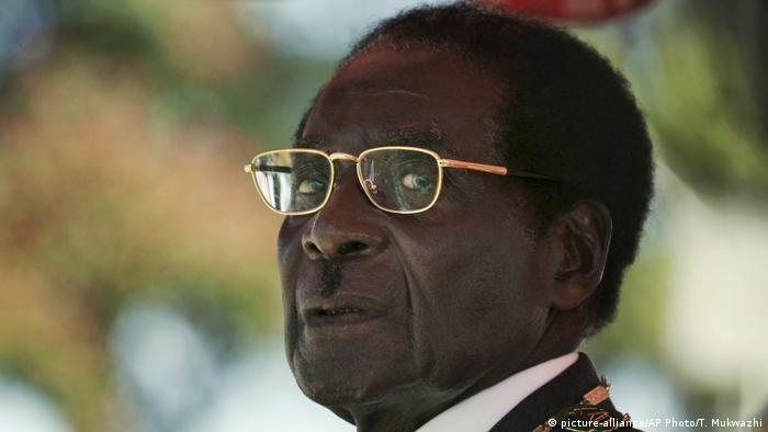 Simbabwe Robert Mugabe 2008, Präsident (picture-alliance/AP Photo/T. Mukwazhi)