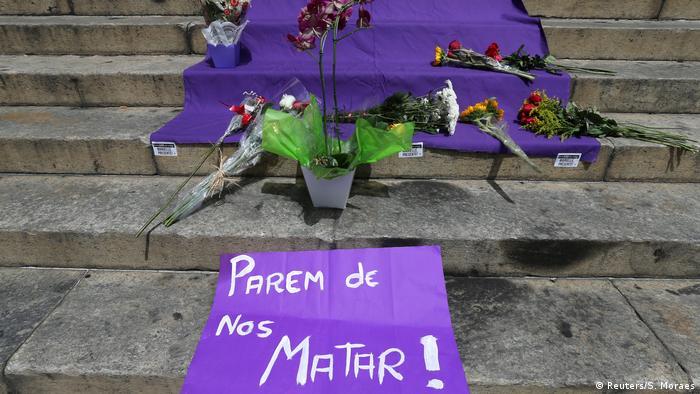 Un cartel donde pone: ¡Paren de matarnos!