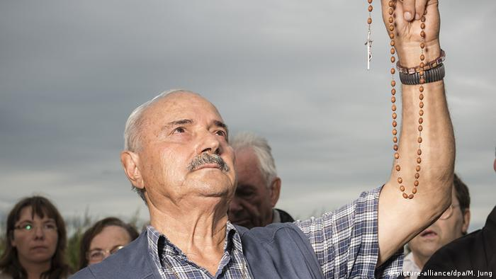 Salvatore Caputa holding up a rosary