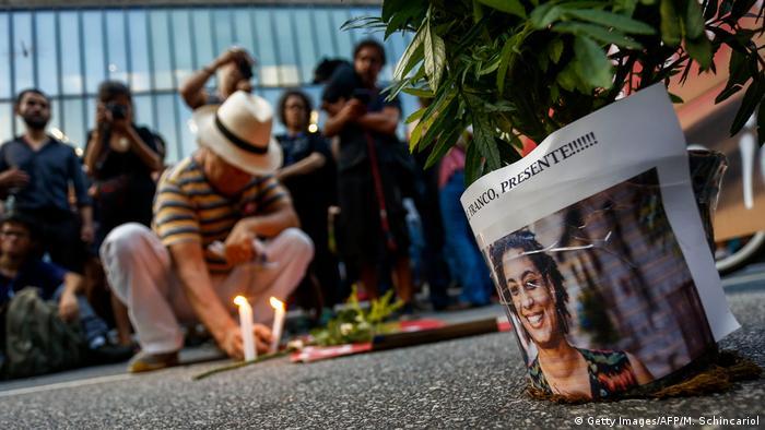 Protestos com velas e flores no Brasil pela morte de Marielle Franco