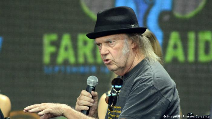 Neil Young speaks to the media, farmers and performing artists during the press conference before the start of the concert at Farm Aid 2017 in Burgettstown, Pennsylvania near Pittsburgh. (Imago/UPI Photo/A. Carpenter)