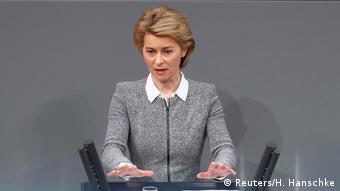 Deutschland Bundestag Ursula von der Leyen (Reuters/H. Hanschke)