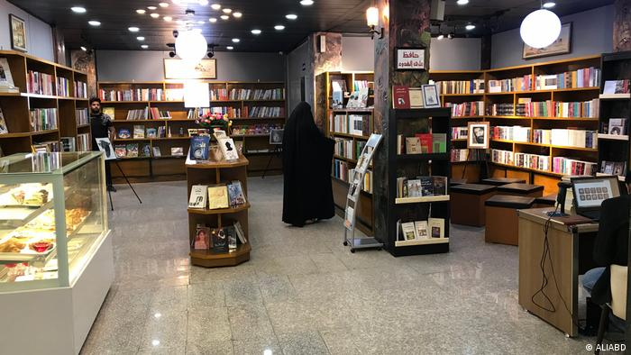 The library of the cafe, which contains more than 4,000 books and a variety of titles (ALIABD)