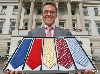 Ein Mann mit Krawatten