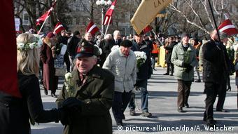 Στιγμιότυπο από παλαιότερη δημόσια εκδήλωση βετεράνων εθελοντών των Ες Ες στη Λετονία