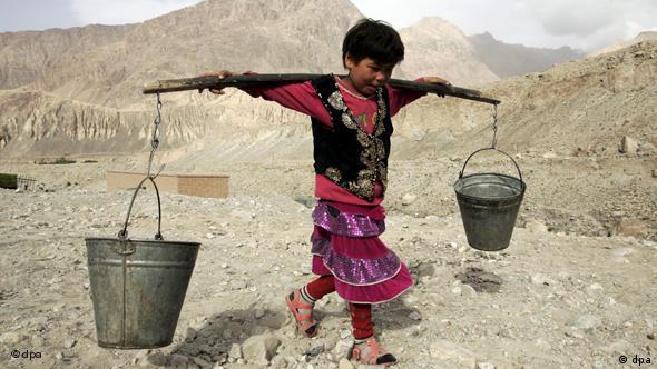 Welttag gegen Kinderarbeit - Kirgisen am Karakorum-Highway in Xinjiang in China Flash-Galerie