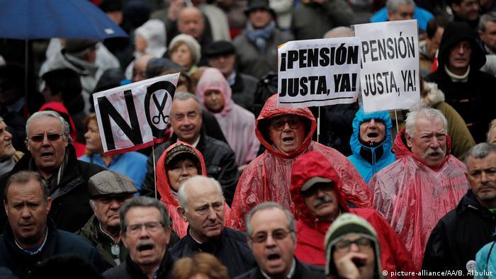 Spanien - Zehntausende demonstrieren für höhere Renten (picture-alliance/AA/B. Akbulut)