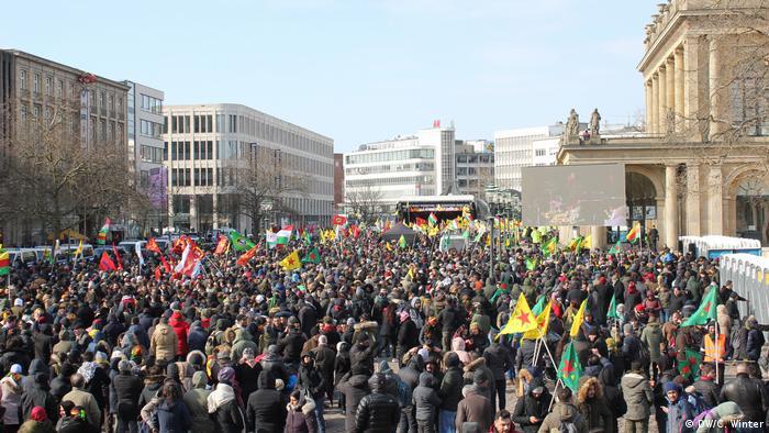 Curdos protestam em Hannover contra ofensiva turca em Afrin