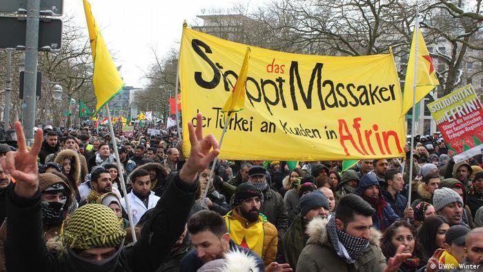 Deutschland Tausende Kurden demonstrieren in Hannover gegen die Türkei