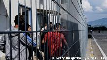 Albanien Flughafen Tirana Abgelehnte Asylbewerber