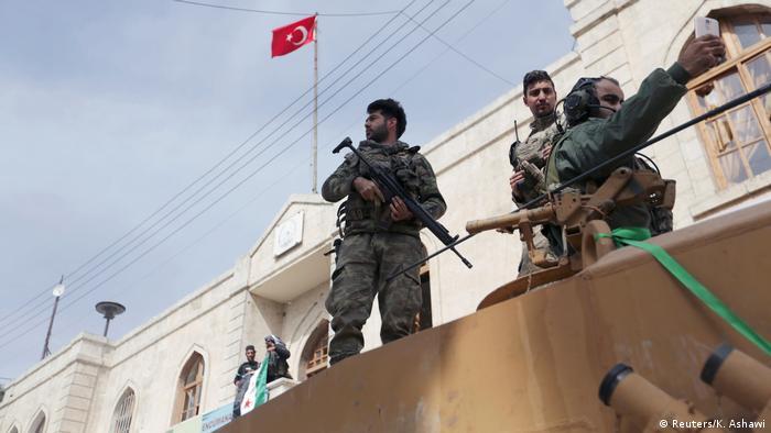 Türkische Armee rückt in Afrin ein (Reuters/K. Ashawi)