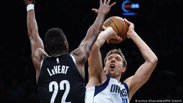 USA Brooklyn Nets - Dallas Mavericks Dirk Nowitzki (picture alliance/dpa/AP/A. Kudacki)