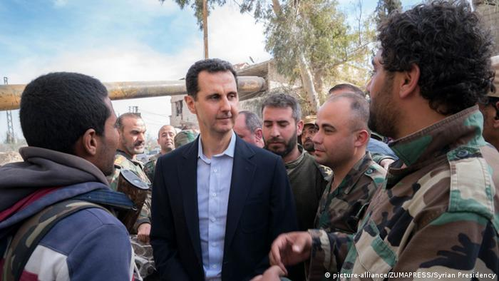 Syrien Assad besucht Truppen in Ost-Ghuta (picture-alliance/ZUMAPRESS/Syrian Presidency)