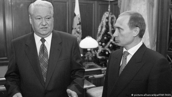 Russland Boris Jelzin and Wladimir Putin 1999 (picture-alliance/dpa/ITAR-TASS)